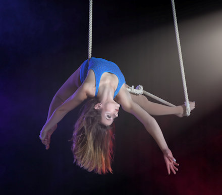 Alison Walker performing on Trapeze